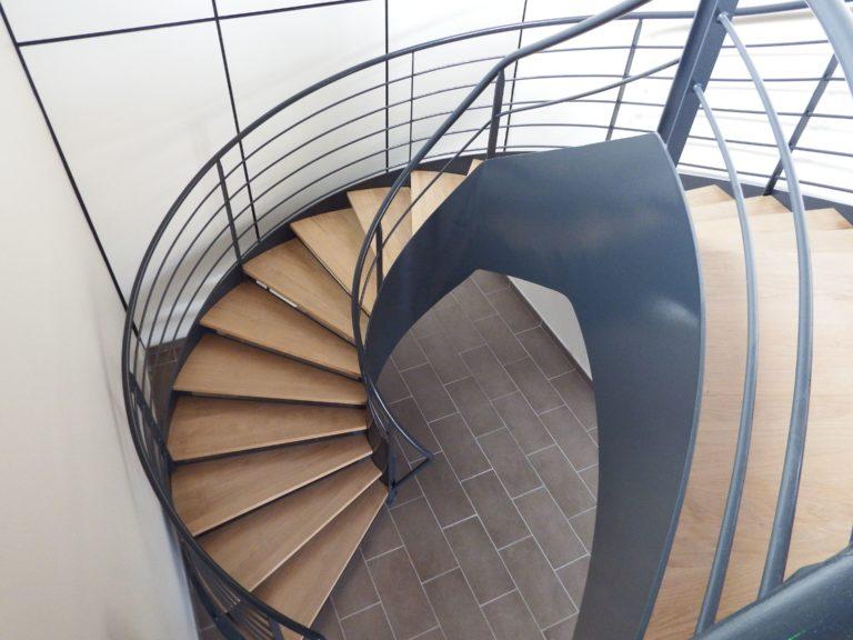 Esca-Ouest - métallerie - Bretagne - Acier - Métal - Escalier droit balancé (8)